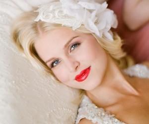 batom vermelho para noivas loiras