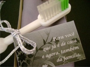convite com escova de dente