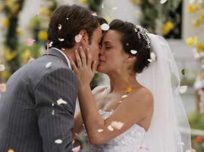10 Poses românticas imperdíveis para sua foto de casamento
