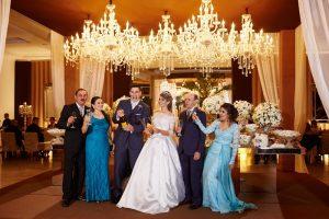 casamento-moderno-brinde-dos-noivos-e-familias