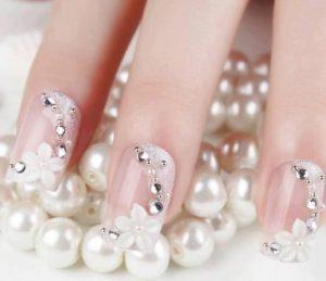 -sparkly-rhinestone-bridal-nail-pinterest